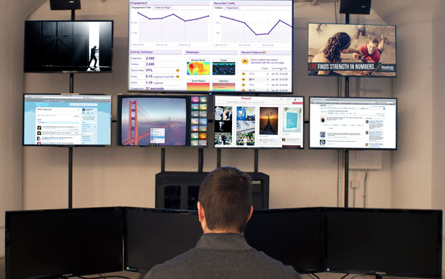 mcgarrybowen-command-center-with-social-media